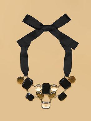 Halskette mit Makrosteinen