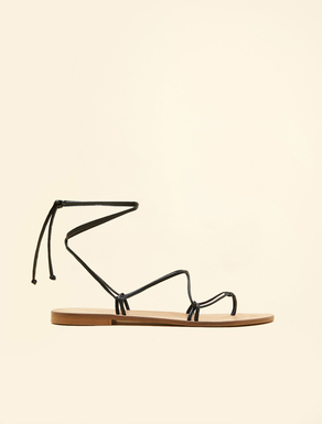 Flat sandals with ribbons