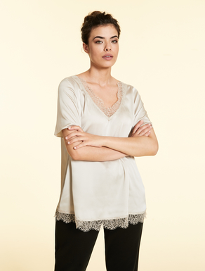 Fluid tunic with lace