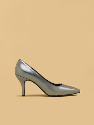 Metallic court shoes